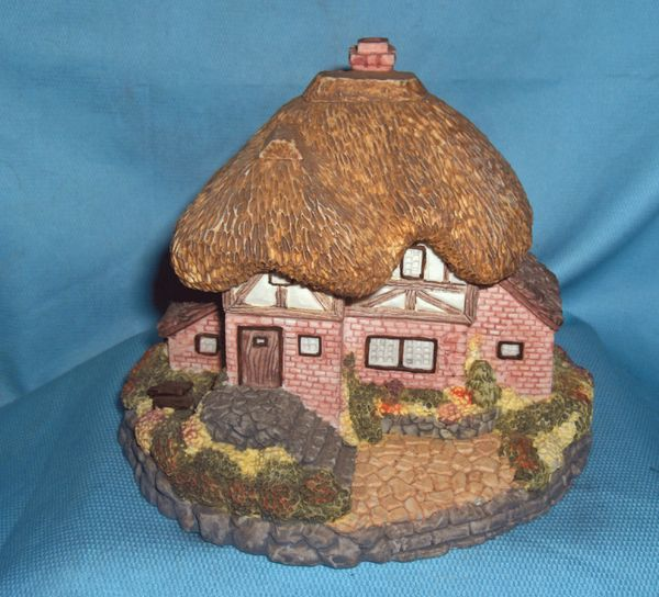 COLLECTIBLES: 1995 Olde England's Classic Collectible Cottage - Country Manor