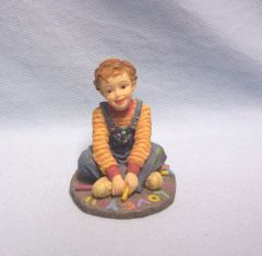 FIGURINE: Demdaco Expressions of Love Figurine Boy w/chalk I LOVE YOU 2002 Collectible