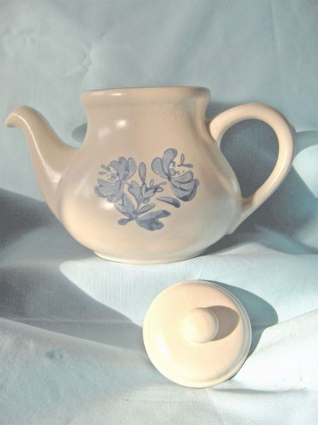 "TEAPOT, TEA POT: Vintage Pfaltzgraff 6 3/4"" tall Teapot Pattern Yorktown Made in USA"