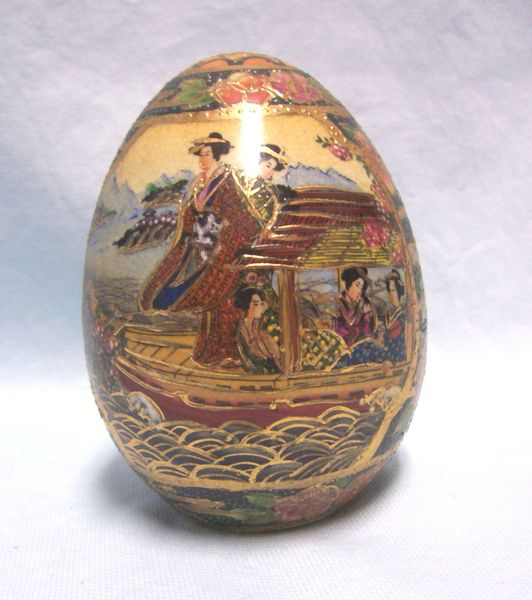 COLLECTIBLE EGG: Beautiful Vintage Satsuma Japanese Decorative Collectible Egg Multi-colors Moriage Raised Gold Paint