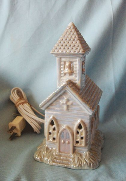 CHRISTMAS VILLAGE CHURCH Old Style Opalescent Pearl Lighted Country CHURCH