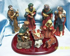 NATIVITY SET: Vintage Santa's Collection Nativity Set 10 Figurines Plus Wooden Base