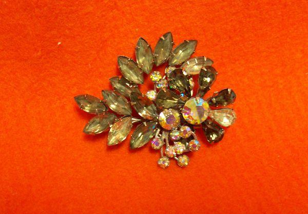 BROOCH/PIN: Vintage Brooch, Pin AB Aurora Borealis Glass Rhinstones 3-Dimension