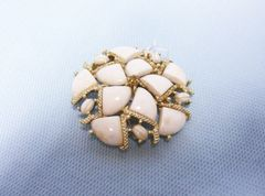 VINTAGE JEWELRY: Kramer Brooch Pin White with Gold Tone Finished Signed