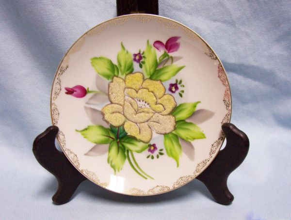 "DECORATIVE PLATE Coralene Flower Wheelock Peoria 6 1/4"" Wall Plate Japan 1930s"