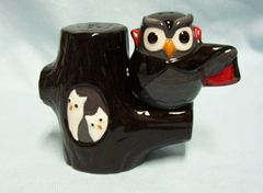 SALT & PEPPER SHAKERS by Grassland Unique Magnetic Halloween Black Owl Vampire & Tree