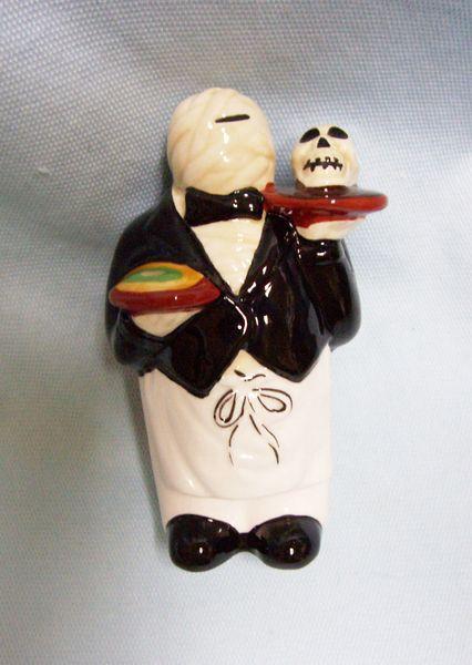 SALT SHAKER - CIC Rare Decorative Salt Shaker Mummy Waiter with Skull on Plate
