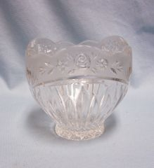 CANDY DISH Crystal Clear 1993 Oneida Bowl Country Garden Frosted Band Floral