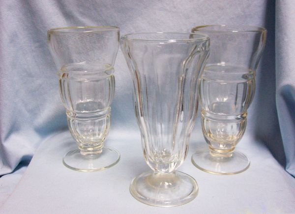 SUNDAE GLASSES: Set of (3) Vintage Ice cream Parfait Glasses Footed Soda Fountain Glasses