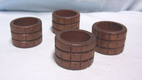NAPKIN HOLDERS: Vintage Aukey Brown Wooden Napkin Rings with Bands & Squares