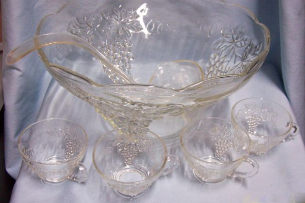 PUNCH BOWL 12 PIECE SET: Anchor Hocking Clear Grape Clusters Punch Bowl, 10 Snack Cups, Ladle