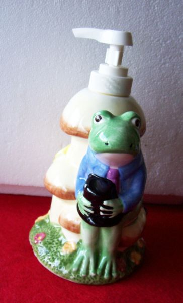 "SOAP DISPENSER 1997 Hand Pump Lotion Ceramic Allure Frog & Mushroom 7"" H"