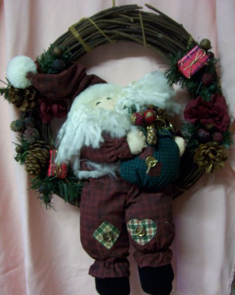 """Vintage Santa Sitting in 12"""" Grapevine Wreath Decorated Christmas Home Decor"""