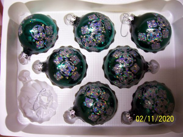 CHRISTMAS ORNAMENTS: Green Vintage Hand Decorated Bulbs La Collection Victoria