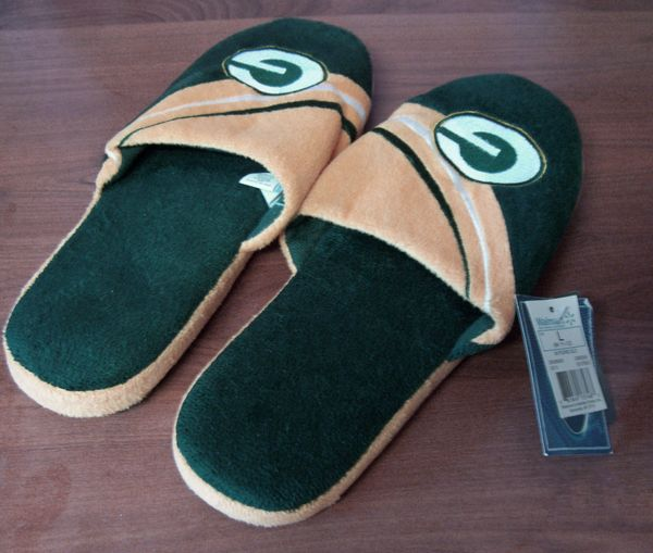 NFL SPORTS SLIPPERS Green Bay Big Logo Forever Collectibles Men's Slippers