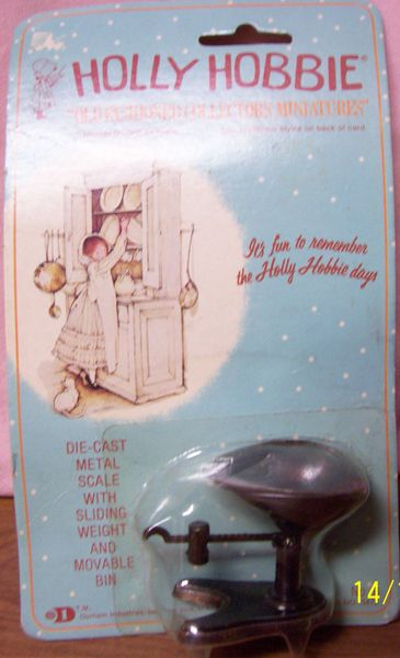 DOLLHOUSE FURNITURE Holly Hobbie Die-cast metal scale with sliding weight & movable bin