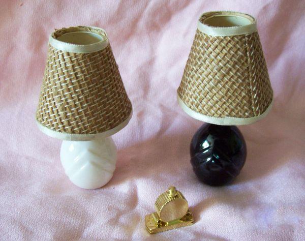 DOLLHOUSE FURNITURE Miniature 1980s Table Lamps & Mantel Metal Clock 1:12 Scale