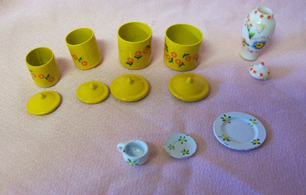 DOLLHOUSE Accessories Canister Set, Gingar Jar w/Lid, one place setting dishes