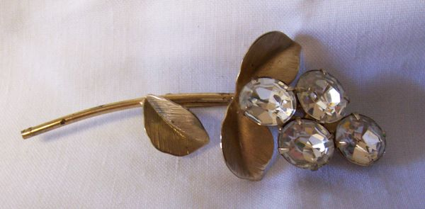 BROOCH: Vintage Stick Pin Gold Plated Leaves & Stem 4 Clear Oval Rhinestones