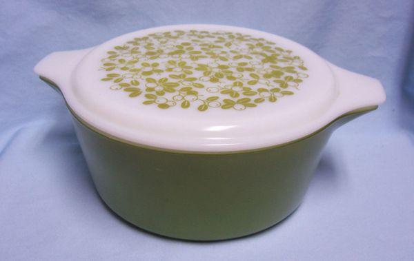 CASSEROLE DISH & LID Pyrex 2-piece Oval Avocado Green 2.5 qt, Mistletoe pattern