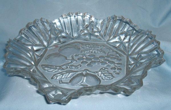 BOWL Federal Glass 1940s Glass Bowl Fruit Center Pioneer Intaglio Ruffled Edge