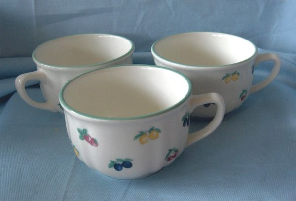 CUPS Set of (6) Unique Coffee Cups /Tea Cups White with Fruit Design Made in Italy