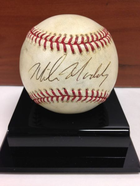 ***MIKE MADDUX*** Signed and Certified by GA (Global Authentics) Official Major League Baseball - Certification # GV529820