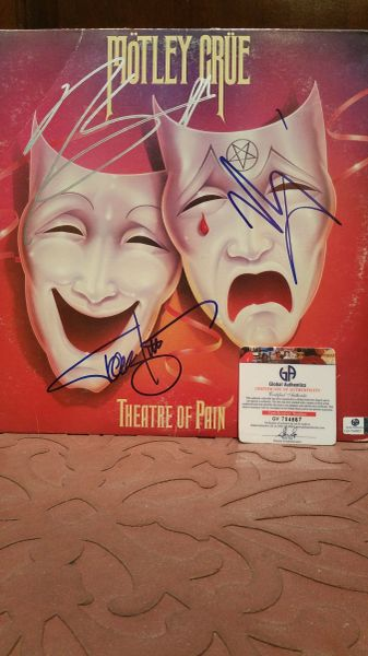 Motley Crue **THEATRE OF PAIN** Signed & Certified LP Cover with vinyl record - GV704867 - signed by: Nikki Sixx, Vince Neil, Tommy Lee