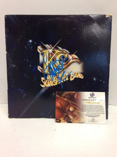 "KC and the Sunshine Band **WHO DO YA (LOVE)** Signed & Certified LP Cover with vinyl record - GV562378 - signed by: Harrry Wayne Casey ""KC"""