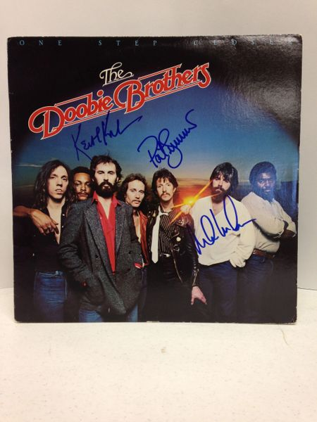The Doobie Brothers **ONE STEP CLOSER** Signed & Certified LP Cover with vinyl record - GV591146 - signed by: Michael McDonald, Patrick Simmons, Keith Knudsen
