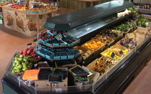 Produce display at Garden Treasure's Snohomish Vally farm stand.