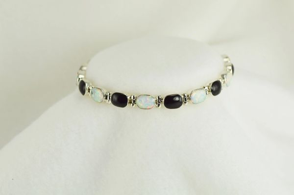 "Sterling silver black onyx and white opal oval 7.5"" link bracelet. B029"