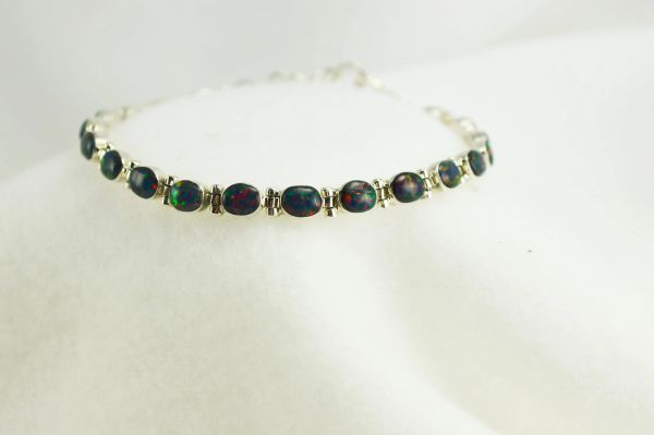 "Sterling silver black opal oval 7.5"" link bracelet. B063"