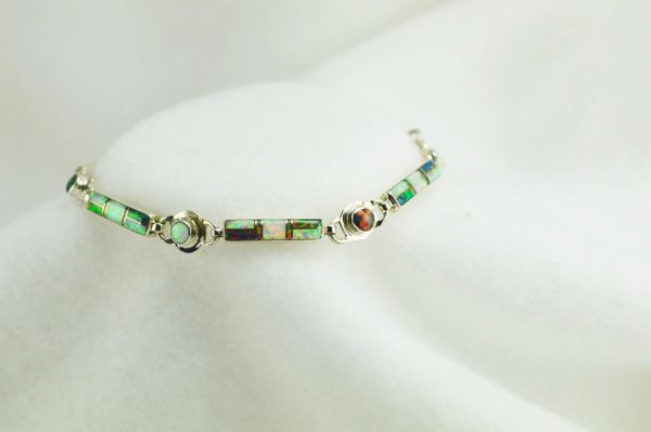 "Sterling silver black and white opal inlay 8"" link bracelet. B064"