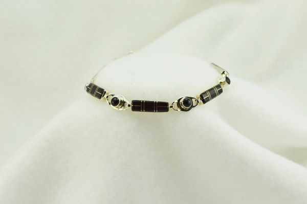 "Sterling silver black onyx inlay link 8"" bracelet. B070"