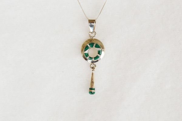 "Sterling silver malachite inlay oval with drop down pendant with sterling silver 18"" box chain. N090."