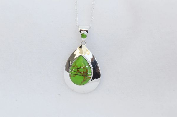 "Sterling silver gaspeite inlay raindrop pendant with sterling silver 18"" figaro chain. N172"