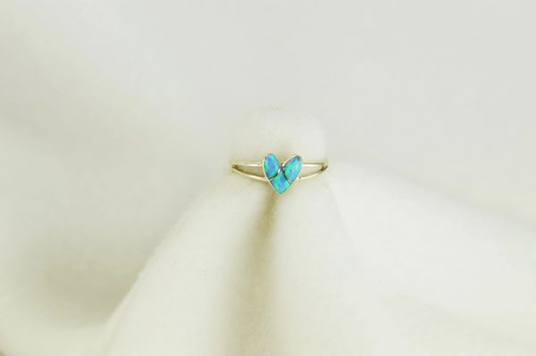 Sterling silver blue opal inlay ring. R084