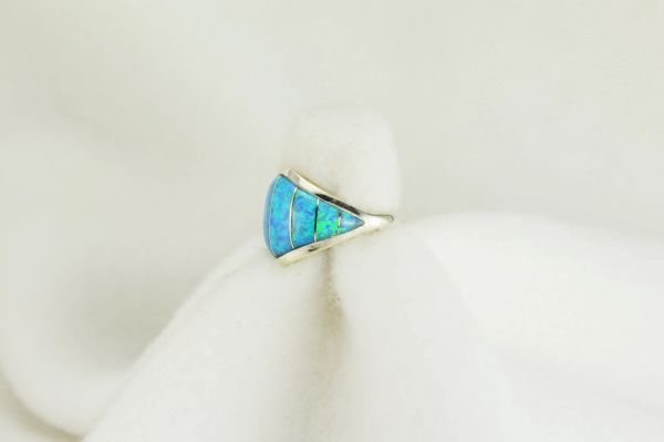 Sterling silver blue opal inlay ring. R086
