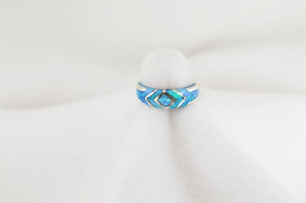 Sterling silver blue opal inlay ring. R220