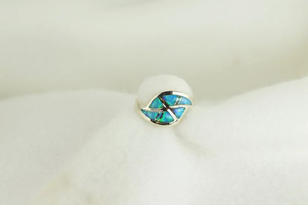 Sterling silver blue opal inlay ring. R222