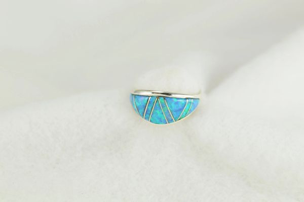 Sterling silver blue opal inlay ring. R232
