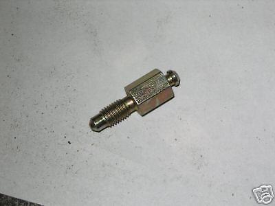 M151 JEEP WHEEL CYLINDER BLEEDER VALVE 7697462, 2530-00-769-7462 NOS