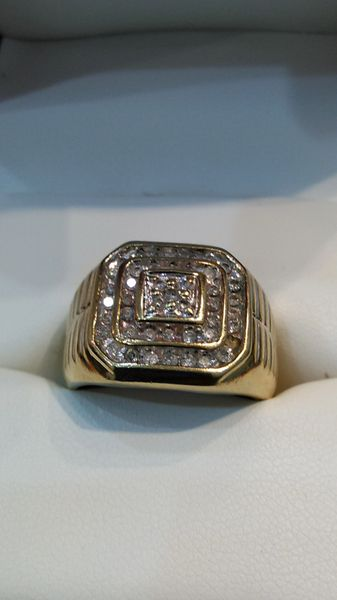10 K real diamonds solid yellow Gold men ring