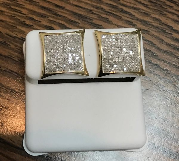 10kt yellow gold .65 CTTW diamond VS1 diamond