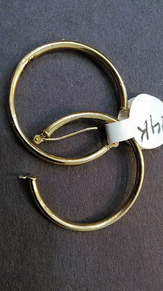 14 K lady hoop earrings solid yellow Gold =/