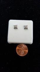 10KT White Gold VS1 Diamond Earrings