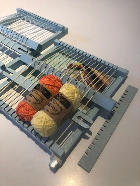 Small frame loom for tapestry weaving