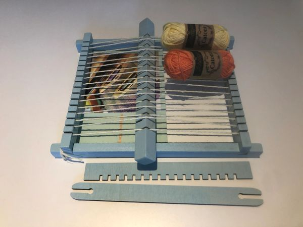 Small frame loom for tapestry weaving