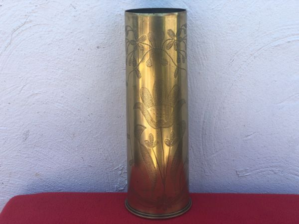 British 18 pounder brass shell case trench art scratched flower design in very nice condition dated 1917 found on the Somme battlefield of 1916-1918